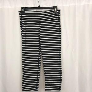 Athleta szM Black/White striped workout Capri pant